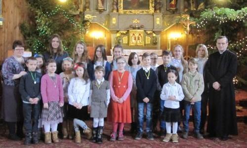 Obrzęd nałożenia medalików Dzieciom Maryi i agapa